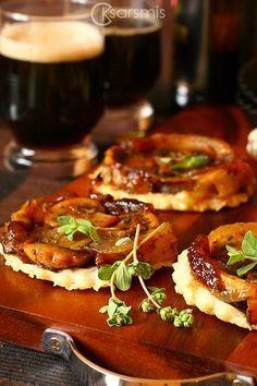 Перевернутый очень и очень вкусный пирог с грибами и луком