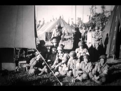 101st Airborne Division / 327th GIR. 6 juin 1944. Localisations: Utah Beach / Omaha Beach / Colleville-sur-Mer / Hiesville / Sainte-Mère-Eglise / Sainte-Marie-du-Mont. Personnages: Bradley / Capa. Thèmes: Débarquement / LCVP / LCT / LST / USN / Engineer / Afro-américain / Cadavre / Planeur Horsa / Aérodrome / P-38 / Prisonnier / POW /Medic / WAAC / Cimetière / Cérémonie / Parachutiste / Enfant / Char / mis op Omaha Beach / children, little girl chewing gum