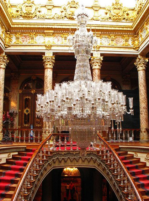 Massive crystal chandelier inside Dolmabahçe Palace, Istanbul, Turkey (by mission75).
