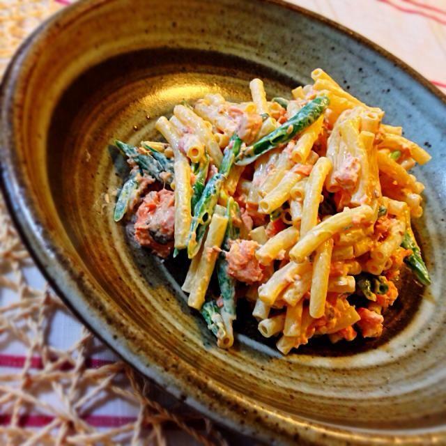 食品庫の奥の使いさしのマカロニと隅っこに転がっていた鮭の水煮缶に、おつとめ品のヤバげな隠元をマヨ醤油と胡麻で。 マヨと鮭って何でこんなあうんじゃい。 - 36件のもぐもぐ - 和風マカロニサラダ by uzumaki1220