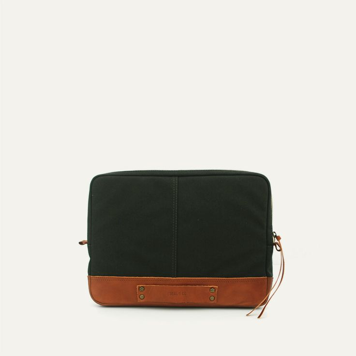 FÓRNEA LAPTOP CASE - Militar Green // Waterproofed sandwiched Canvas - 100% Cotton + 100% Portuguese vegetable tanned leather.