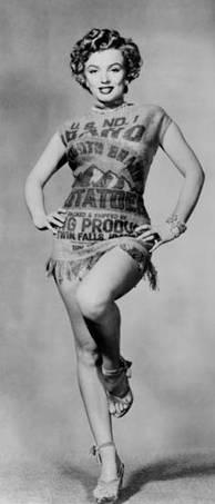 Marilyn Monroe com o vestido 'saco de batatas' de Pierre Cardin
