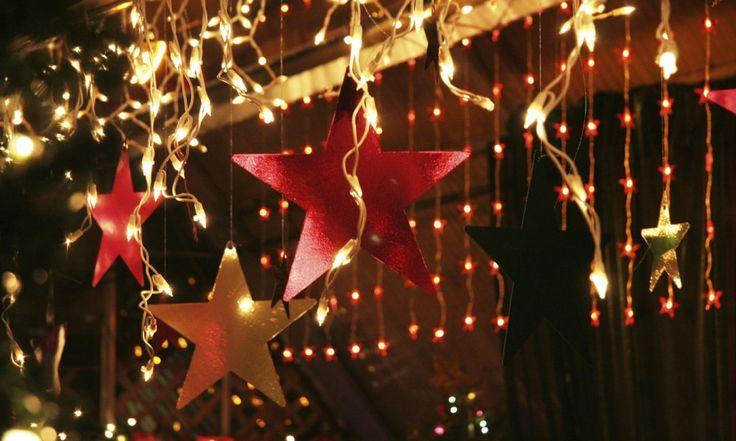 Светодиодная гирлянда является достаточно популярным на сегодняшний день световым украшением в виде длинного шнура со светодиодами, прикрепленными к нему. Конструкция современных моделей состоит из разнообразного количества жил, также она отличается способом расположения провода, размерами, цветом и типом горения LED ламп. Гирлянды LED достаточно часто используют в сфере рекламного и новогоднего освещения. С их помощью можно […]