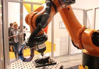 Kuka presenteerde op de gieterijbeurs GIFA een complete robotcel voor wrijvingslassen (foto's Franc Coenen)