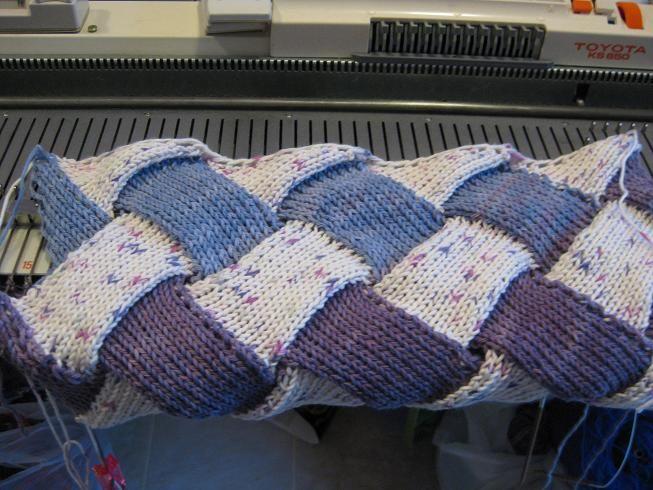 Entrelac: Machine knit