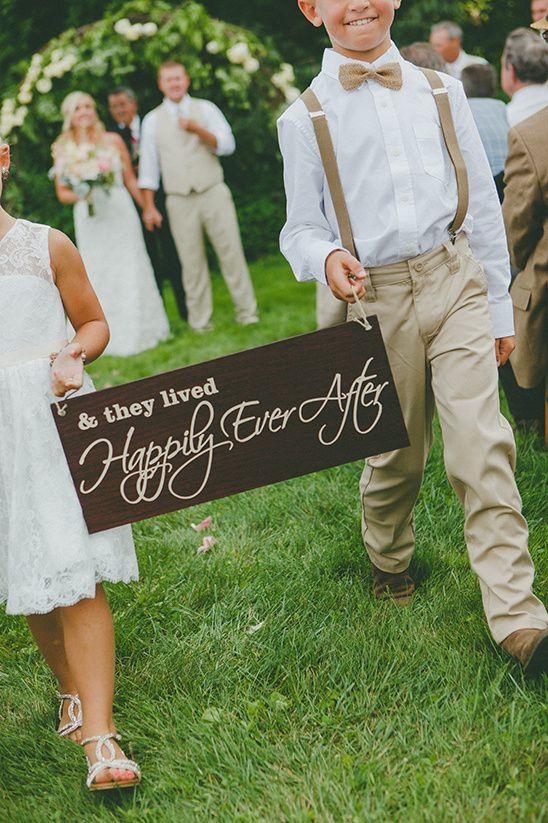 happily ever after wedding sign @weddingchicks