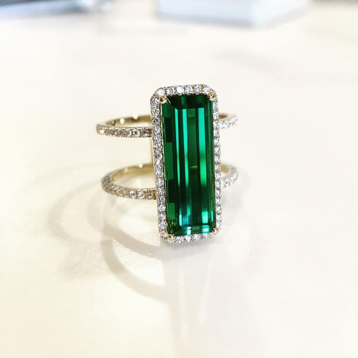 Green like a beautiful Christmas tree #kimberlycollinsgems #tourmaline #ring #agta_gems #cocktailring #18k #braziliangemstones