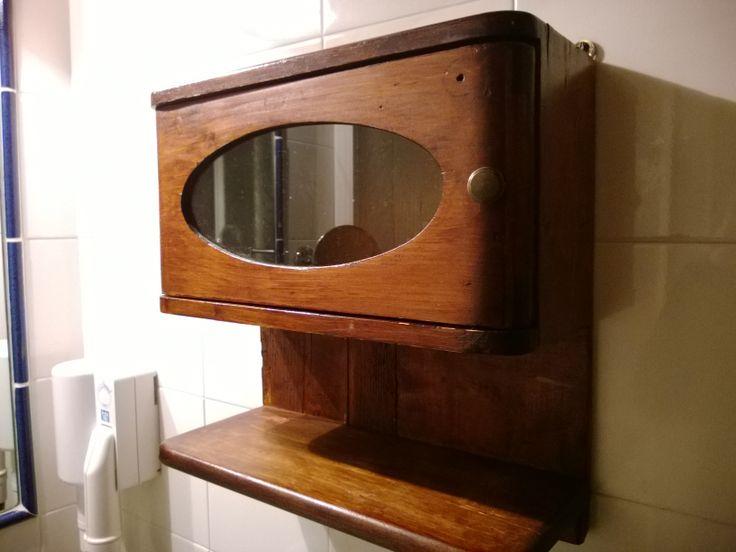 Mobiletto da bagno in legno originale inizi 900. Original wooden bathroom closet from the XX century. www.booking.com/...