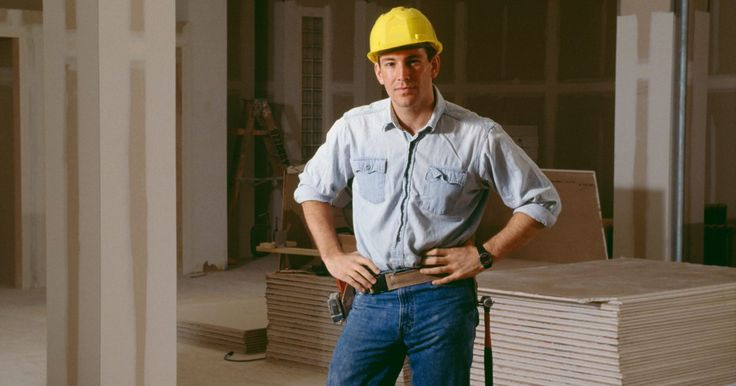 Cómo poner placas de yeso Sheetrock en una pared. Los paneles de yeso marca Sheetrock son un material de construcción común que hacen que la adición de las paredes sea un proceso relativamente rápido y fácil. Atrás han quedado los días de los listones y el yeso, que requerían verdaderos artesanos para crear una pared. Equipado con poco más que un cuchillo y un taladro eléctrico, serás capaz de ...