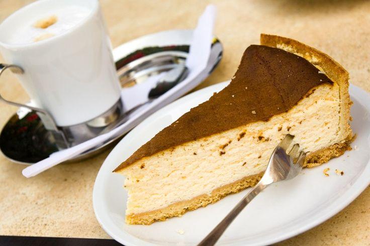 La torta espressino è un dolce dal sapore intenso con una consistenza croccante e cremosa al tempo stesso. Ecco la ricetta