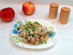 Вкусная и ароматная курица с яблоками и корицей