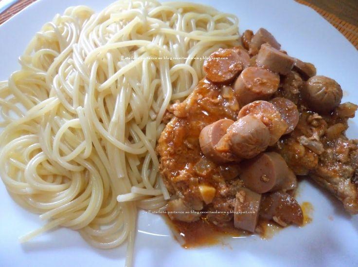 Receitas da Romy: Costeletas com molho de salsichas