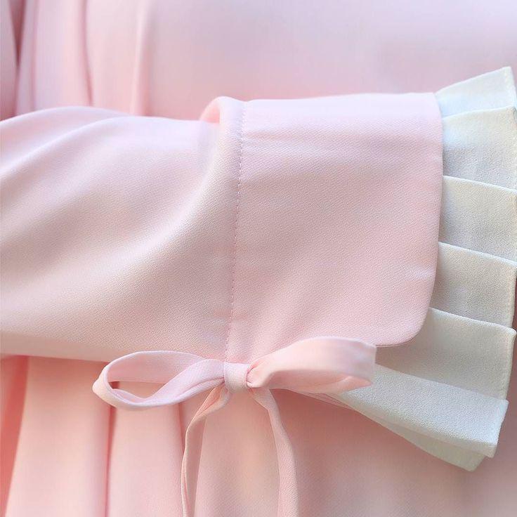 Detail of ion top in pink.  New Arrival this june Ion Top Available in : Milo Pink Lavender. Paduan warnanya yang lembut  soft pink dan putih cocok banget buat acara lebaranmu . Happy shopping ladies. . --------------------------------- Ion Top in Soft Pink . ---------------------------------- . Available exclusive at www.eclemix.com or reach our admin: LINE@ official: @eclemix WA: 6281326004010 ------------------------------------------------ #eclemixcatalog  #fashion #fashionhijab  #hijab…
