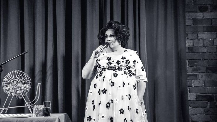 BINGO TIME!! Jessica James serving up some 1950's realness at Drag Bingo @molliesbaranddiner Wednesday nights! #dragqueen #drag #bingo #wednesday #fitzroy #entertainment #photography