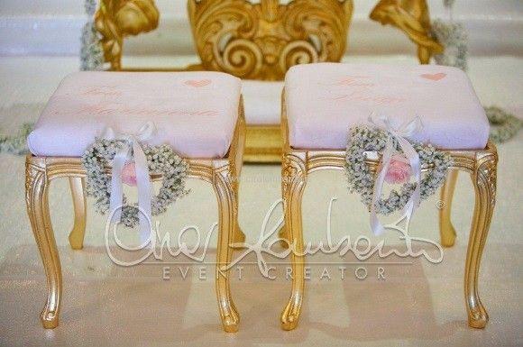 Matrimonio romantico. Oro e sfumature del rosa per le sedute degli sposi alla cerimonia nuziale. | Cira Lombardo Wedding Planner