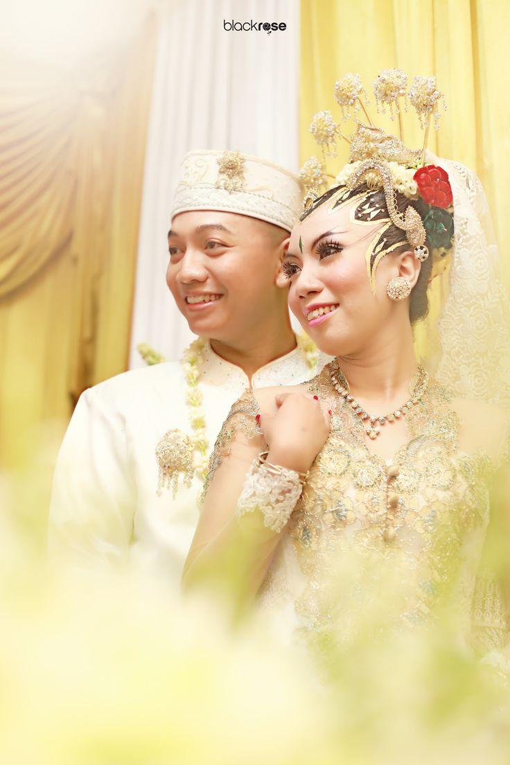 FINNALY  #both #couple #manten #wedding #beforewedding #java #concept #glory #indonesian #culture #blackrosepictures #blackroseconcept