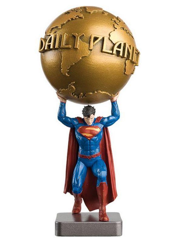Figurine DC Super Hero Collection, Special Superman, Daily Planet. Figurine en résine métallique, d'environ 13cm, livrée en boite décor avec son fascicule, qui détail l'histoire et les anecdotes du personnage.