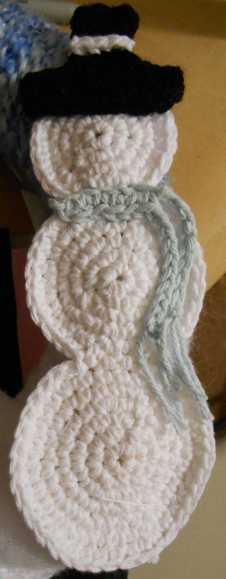 Crochet Snowman applique free pattern by 2CrochetHooks