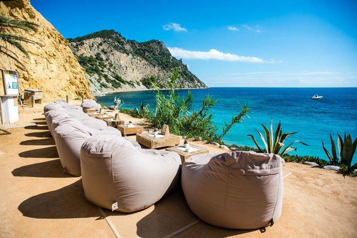 Amante Beach Club Zo tof om mooie foto's te zien van onze Outbag zitzakken, vooral als ze op zo'n prachtige plek staan als bij Amante Beach Club in Ibiza!!!