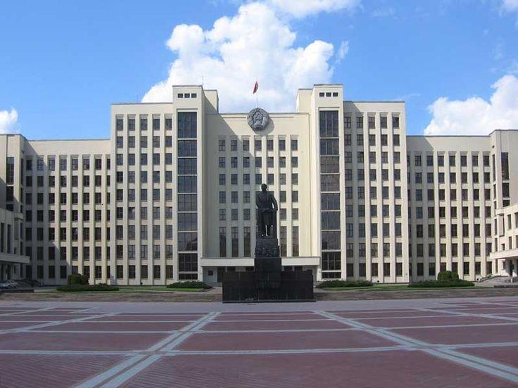 Вы никогда не думали о том, как живут люди в Беларуси? Да, несомненно, все мы слышали о батьке Лукашенко, о его колхозах и картошке. Но,