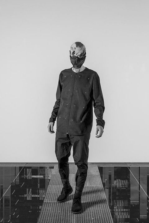 Trinitas – Volume VIII / Menswear / Shirt / Pánské oblečení / Košile  #trinitas #shirt #kosile #white #fashion #black  http://www.urbag.cz/nemecka-znacka-trinitas-predstavuje-osmou-progresivni-kolekci/