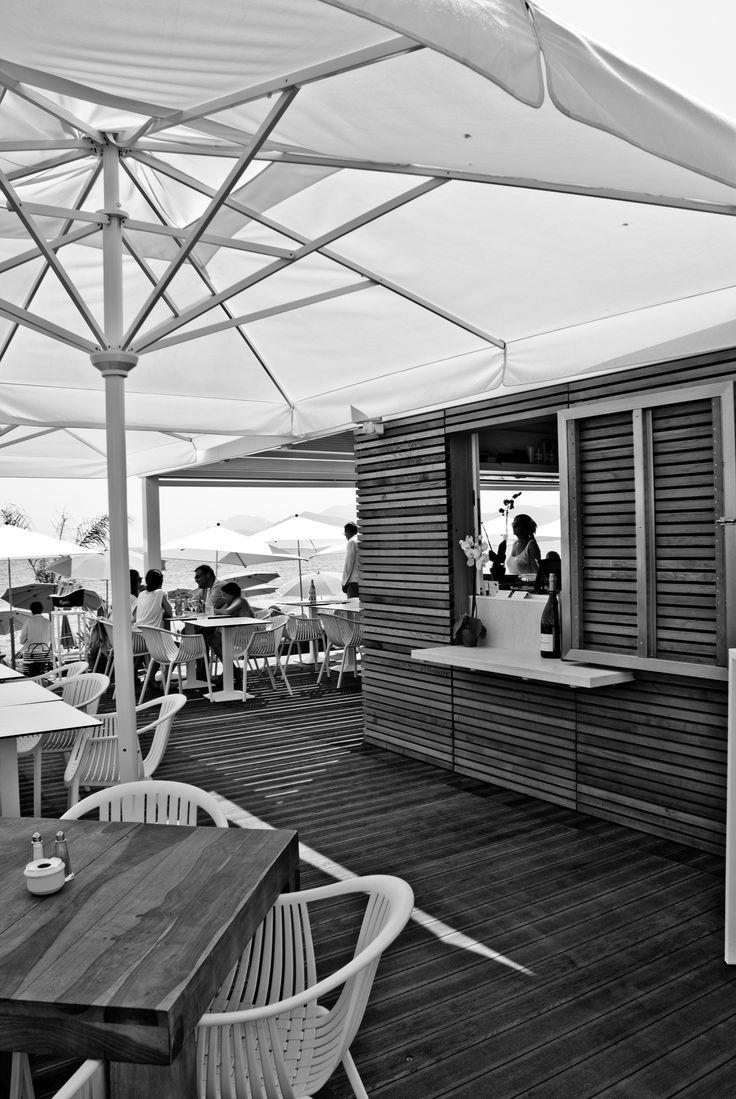 Stabilimenti balneari a Cannes, Francia! Rivestimento con listelli in legno di Cedro Rosso Canadese.... #MaemaPlage, ad opera di @sofizophe