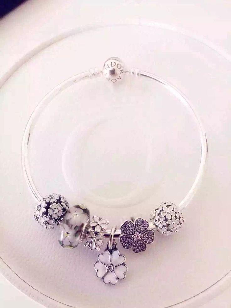 Beautiful $179 Pandora Charm Bracelet. Hot Sale!