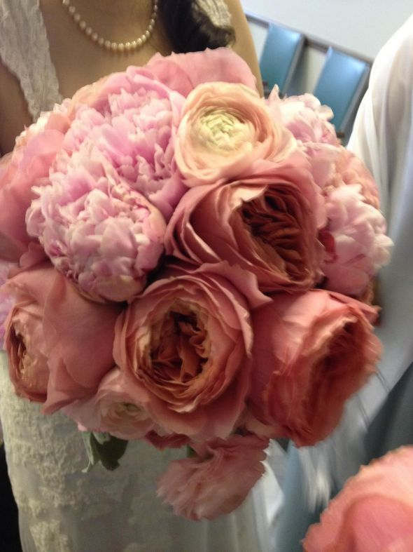 diy bouquet with pink peonies garden roses and ranunculus wedding bouquet diy bouquet flowers garden roses peony bouquet pink pink bouquet ranunculus
