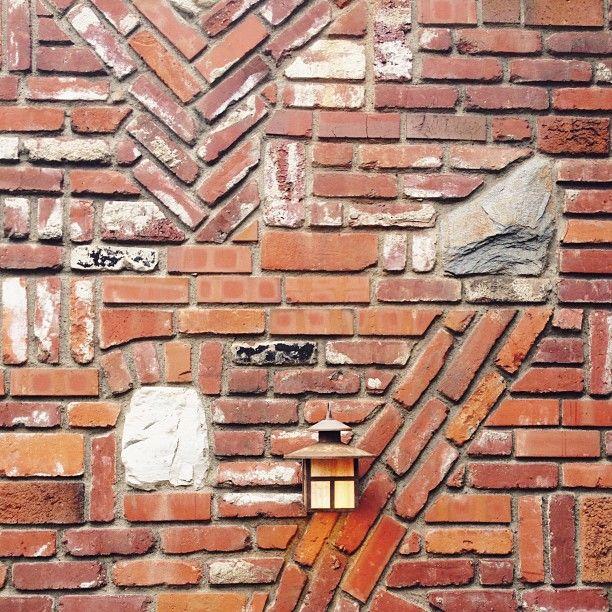 brick pattern photo by happymundane on Instagram