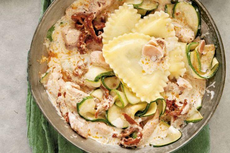 Supersnelle verse pasta met pesto, courgette en zalm - Recept - Mezzelune met gedroogde tomaat & zalm - Allerhande