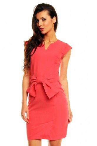 Koralowa elegancka sukienka z paskiem i kokardą KM143-3