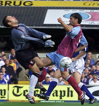 Horrific Injury #2. The Belgian striker Luc Nilis' Aston Villa career got off to a great start when he scored this great goal against Chelsea, but in only his third match for the Villians, Nilis suffered a double fracture of his right leg after a collision with the Ipswich goalkeeper Richard Wright.