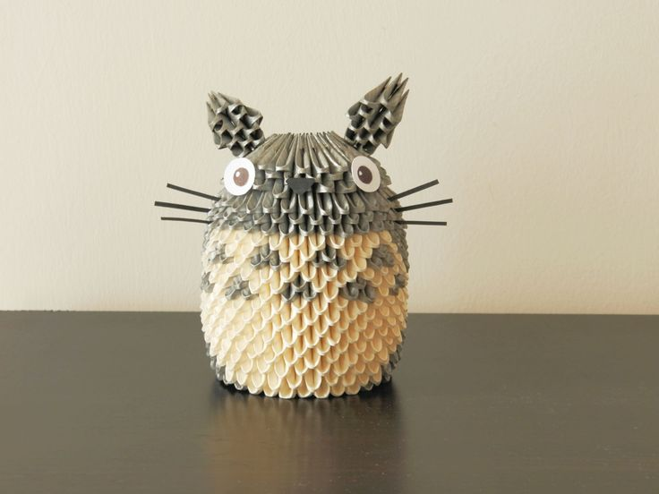 Totoro!!! :3 Made with around 680 pieces of paper.