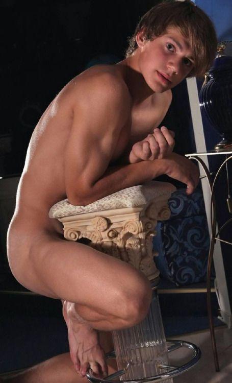 nude emily marilyn pics