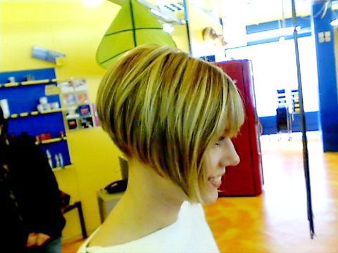 back+view+of+short+aline+angled+bob+haircuts | Gorgeous blonde angled bob, closely cropped at the nape