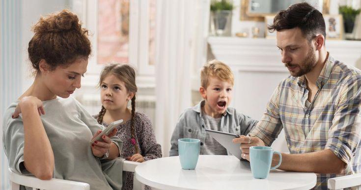 """Děti bez rodičů aneb když na dítě """"nemáte čas""""    """"Promiň, teď na Tebe nemám čas!"""" """"S těmahle blbostma za mnou nechoď, na to teď nemám čas!"""" """"Ať Ti to vysvětlí maminka, ta na tyhle věci má čas!"""" Je to tak, čas je jakási magická veličina, které se rodičům zejména vposledních letech nějak záhadně nedostává."""