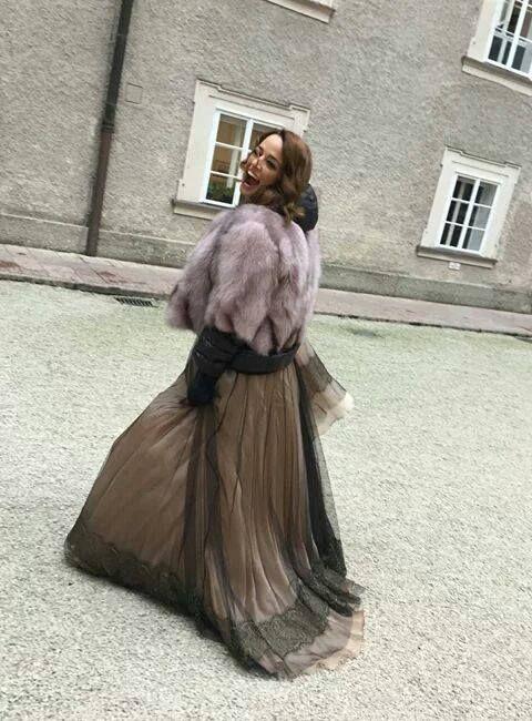 Andreea Raicu feeling great in this dusty pink short fur coat