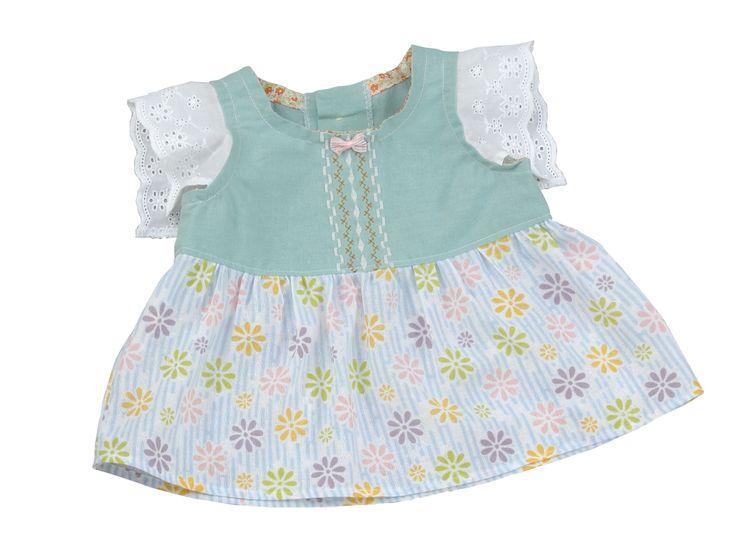 袖のレースや布地など材料はすべて100円均一のもの!胸元は縫い模様で装飾してみました。レース×パステルカラー×フリフリで可愛らしさもUP♪  Getting all materials such as lace on sleeve and fabric at 100-Yen store. Decorated neckline with stitch patterns. Lace, pale colors and frills added cuteness.  #babywear #stitch #sewing #handmade #JAGUAR