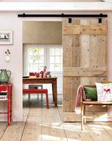 Dit willen wij ook in het nieuwe huis! Erg leuk en geeft meer ruimte t.o.v. normale deur.