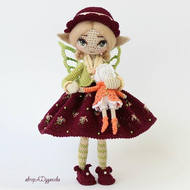 Доброго времени суток, друзья! Знакомьтесь - Коиэл и ее любимая кукла Тари. А еще у Коиэл есть подруга Эрувэ и живут они в одной деревушке по соседству. Обожают шляпки и вообще - большие модницы ) _______________________ Каркасная кукла. Итальянский хлопок. Рост -18 см Вес-40 гр Дом нашла. Продана за 300 $ Елена, @kijaeva спасибо огромное за то, что так высоко оценили мою работу! #Aktau #Алёна_handmade #вязание_крючком #кукларучнойработы #amigurumidoll #текстильнаякукла #artdol...