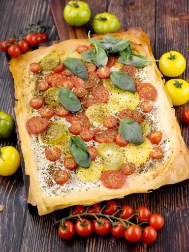 poivre, ciboulette, tomate, tomate, chèvre frais, tomate cerise, sel, herbes de provence, pâte filo, basilic, tomate verte