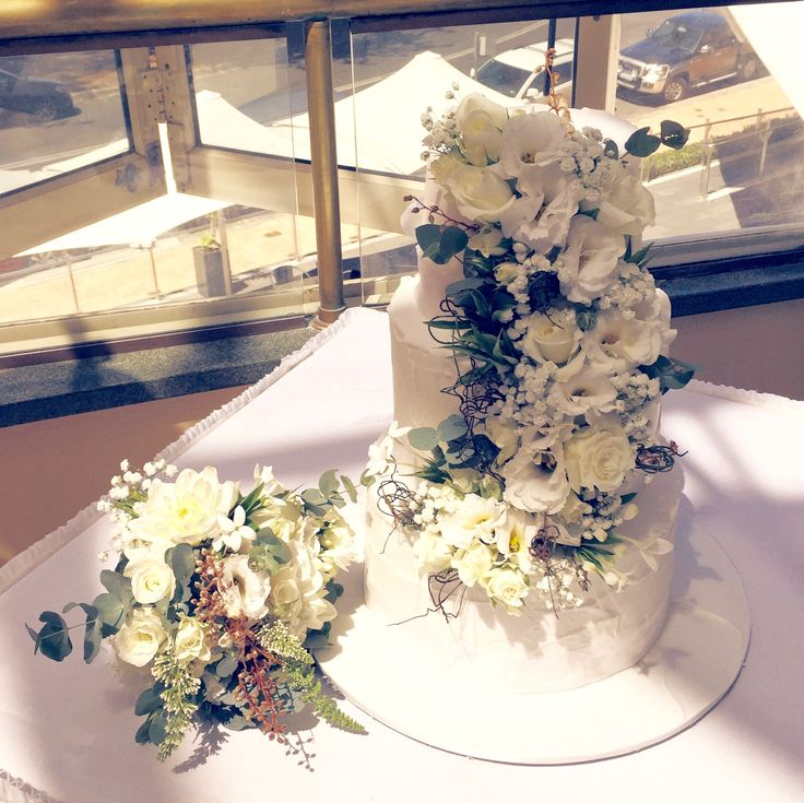 Rustic White Cake Flowers by Blooms + Twine Floral Studio // Cake by The Sweetest Thing // Venue Crowne Plaza Terrigal