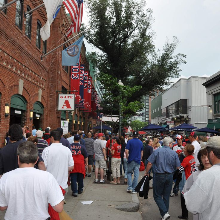 The 9 best bars for Red Sox game-day drinking (and eating!)