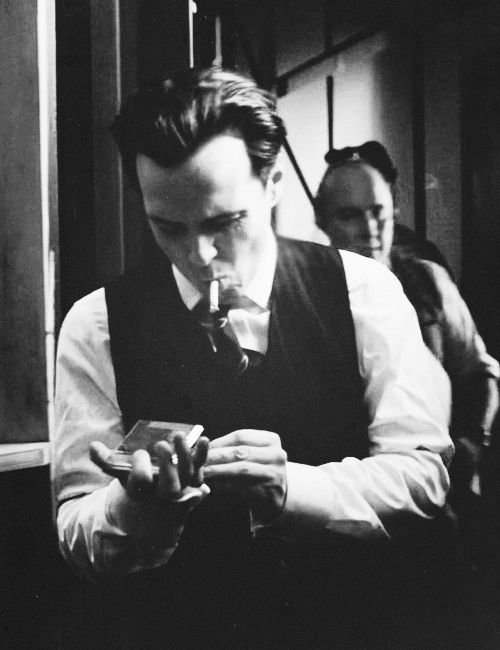 Andrew Scott ~ Why do British men look amazingly sexy smoking? | Mr. Andrew  Scott! | Andrew scott, James moriarty, Jim moriarty