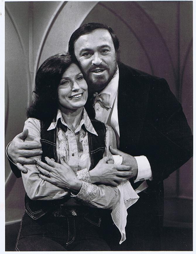 Opera Tenor Luciano Pavarotti & Country singer Loretta Lynn