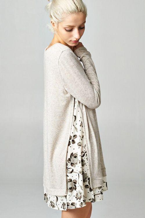 weiße Tunika über Kleid
