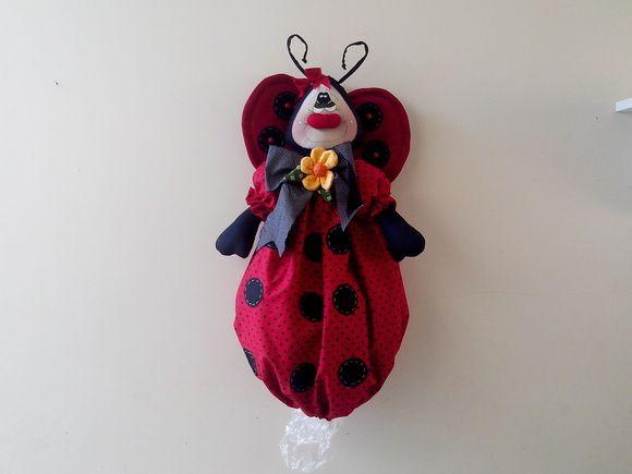 puxa saco joaninha, feito em tecido 100% algodão, olhos pintados, é usado para decoração, e também para guardar sacolas de lixo. R$ 64,90