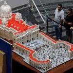 Präst På Lekhumör Skapar LEGO-Modell Av Vatikanen Med En Halv Miljon Bitar