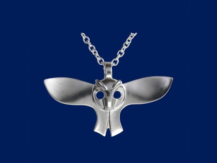 Taigakoru Eule, Anhänger  Die Eule ist das Symbol der Weisheit. Sie ist in der Lage leise zu fliegen, alles zu hören und alles zu sehen. Design Sami Viitasaari.
