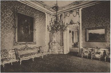 Antechamber, former dressing room of the Queen